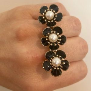 Jewelry - 💎 Pearl flower ring 💎